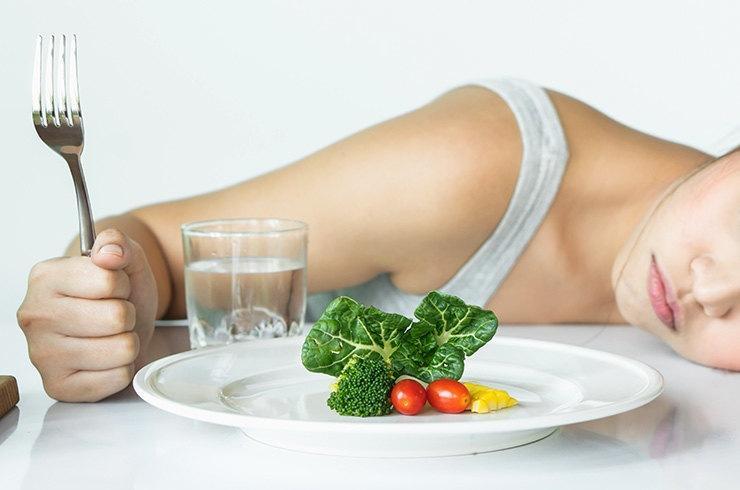 К чему могут привести строгие диеты: что нужно знать худеющим новичкам?