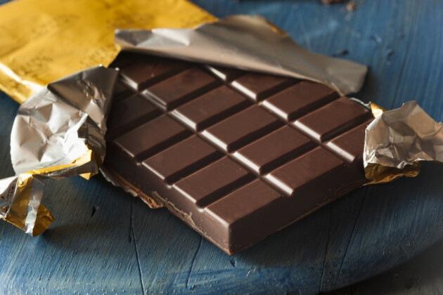 Доктора рассказали, кому можно и нельзя есть шоколад