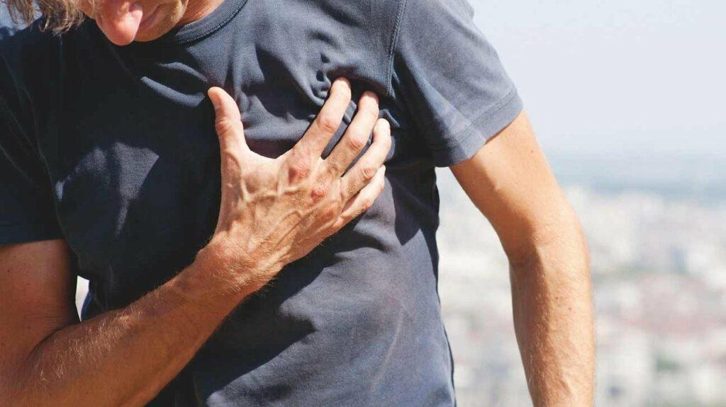 Как пережить сердечный приступ: ценный совет, который может спасти жизнь