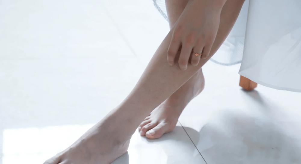 Почему отекают ноги. Причины, симптомы и лечение